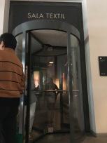Puerta giratorio en sala textil